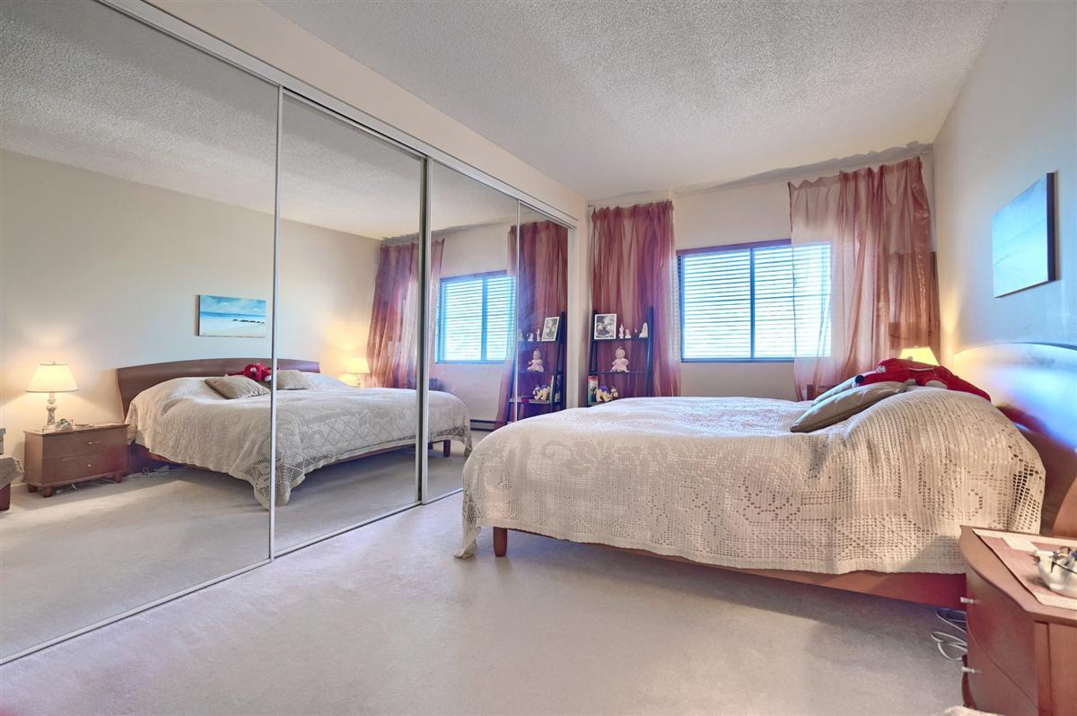 Chambre A Coucher Annees 70 appartement / condo À vendre